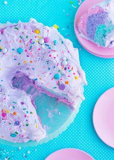 Unicorn Angel Cake by Sweetapolita Torta Angel, Angel Cake, Unicorn Foods, Kawaii Dessert, Rainbow Food, Apple Smoothies, Festa Party, Cute Desserts, Pastel Cupcakes