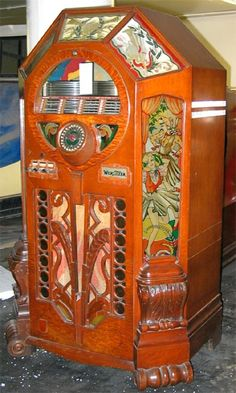 Wurlitzer Victory Jukebox. #jukebox #vintageaudio #music http://www.pinterest.com/TheHitman14/ghosts-of-audios-past/