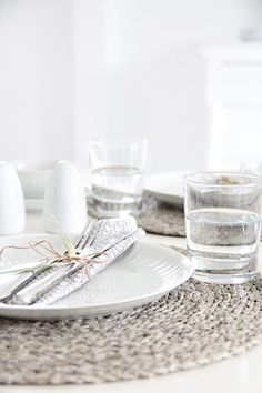 beautifully lay the table even on weekdays and just for yourself  -  via sweet home on tagesanzeiger.ch