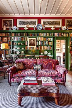 Peter Wells and Douglas Lloyd Jenkins' 1906 Napier villa. From New Zealand House & Garden. Home Interior Design, Interior Decorating, New Zealand Houses, Living Spaces, Living Room, Home Libraries, Cottage Interiors, Home Office, Office Rug