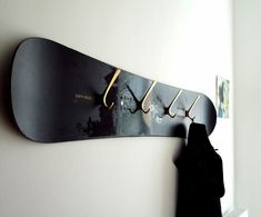 Altes Skateboard als Flurgarderobe Snowboard ? Boy Room, Kids Room, Skateboard Furniture, Skateboard Decor, Boys Skateboard Room, Skateboard Outfits, Skateboard Rack, Skateboard Backpack, Deco Surf