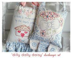 Dilly Dally Daisy  2 pretty door hangers  pattern set by Elefantz