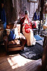 Waejong knitting at Loopy Mango.  Photo by Anna Pulvermakher.