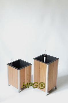 Garden innovations from Holland. Wooden planter with a inside planter with self watering system, A new way of planting plants in gardens, on balconies and terraces . by Hivy Pillar Greenfashion. www.hivypillar.nl