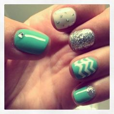 Chevron Gel Nails