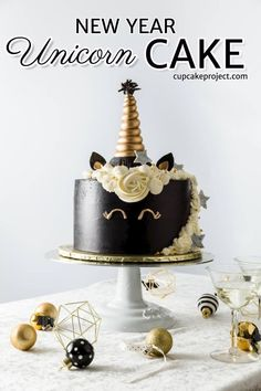 Looking for some new year dessert recipes? Make this New Years Unicorn Cake. Satisfy your unicorn obsession this new year with this lovely cake! Easy Cake Recipes, Dessert Recipes, Cupcake Recipes, Fudge, Brownies, New Year's Desserts, Cheesecake, New Year's Cake, Cake Delivery