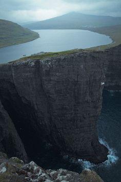 14 Spectacular Cliffs Around the World