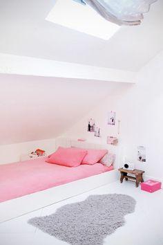 cute built-in bed in kid's bedroom with sloped ceiling Home Bedroom, Girls Bedroom, Bedroom Ideas, Bedroom Decor, Deco Kids, Teen Girl Rooms, Kids Rooms, Dream Rooms, Dream Bedroom