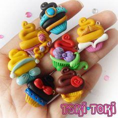 Disney Princess Cupcake charmes. Aurora, Cendrillon, Jasmine, blanche neige, Ariel, Belle & Rapunzel inspiré Muffins mignons