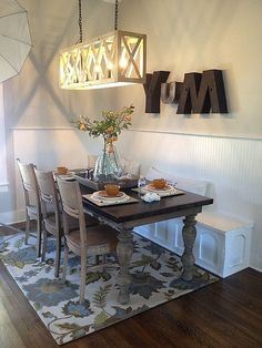 Have you ever watched a Fixer Upper reveal and fantasized about what it would be like to live in the house? Now you can find out! A couple of former Fixer Upper homes are now available as vacation rentals on HomeAway. Decor, Farmhouse Dining Room, Fixer Upper, Dining Nook, Fixer Upper Light Fixtures, Dining Room Lighting, Home Decor, Dining Room Wall Art, Dining Room Walls