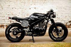 Sempre achei as GS 500 uma boa moto, mas também uma opção complicada para customizar . Mas essa aí de cima está super acertada e não ti...