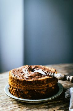 Banana + Nutella cake for James Food Cakes, Cupcake Cakes, Cupcakes, Slow Cooker Desserts, Just Desserts, Delicious Desserts, Yummy Food, Sweet Recipes, Cake Recipes