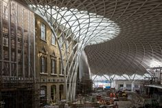old and new, tradition and modern. The new concourse at King's Cross station. Parametric Architecture, Innovative Architecture, Amazing Architecture, Architecture Design, Tree Structure, Nanjing, Town And Country, Postmodernism, Live Long