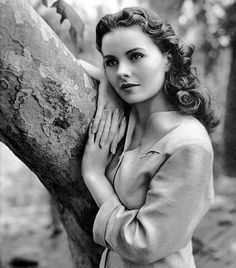 Jeanne Crain~glamour in black and white