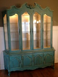 Painted China Cabinet by Vintage Charm and Restoration. would be beautiful in black Chalk Paint Furniture, Diy Furniture Projects, Repurposed Furniture, Furniture Makeover, Antique Furniture, China Cabinet Redo, Antique China Cabinets, Painted China Cabinets, Tv Entertainment Centers
