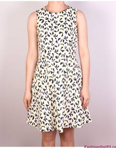 Rochiile sunt considerate articole vestimentare pline de feminitate, foarte lejere si comode, si sunt disponibile intr-o gama variata de modele si intr-o paleta High Neck Dress, Dresses, Fashion, Turtleneck Dress, Gowns, Moda, La Mode, Dress, Fasion