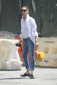 Olivia palermo in jeans - out in new york, july 2018 moda w 2019 улична Olivia Palermo Outfit, Olivia Palermo Style, Denim Fashion, Fashion Pants, Love Fashion, Fashion Outfits, White Shirt Outfits, White Shirt And Jeans, Boyish Style