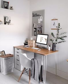 Back to work 😴 this is what the desk in the study looked like 2 days ago until I started spray painting it yesterday (and I'm still trying… Home Office Space, Home Office Design, Home Office Decor, Home Decor, Home Ideas Decoration, Study Room Decor, Room Ideas Bedroom, Bedroom Decor, Desk In Bedroom