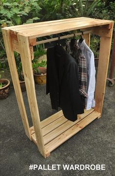 Wooden Pallet Wardrobe with Gorgeous Look | Pallets Furniture Designs #palletfurnituretable