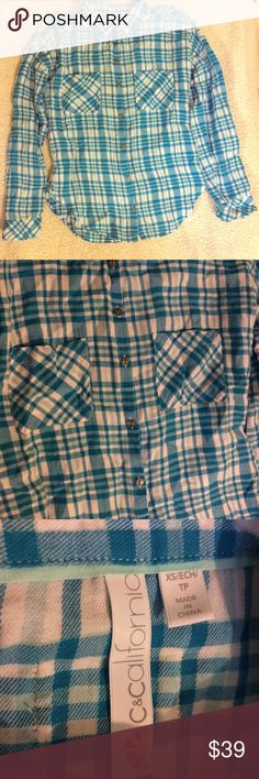 """80%off🎉 C&C California blue/white button down EUC C&California blue/white button down EUC. Nearly new! Not a noticed flaw. All buttons intact. Beautiful bright blue, the first one with the filter really is the closest. Approx 28"""" chest, 22"""" long. 100% cotton. C&C California Tops Button Down Shirts"""