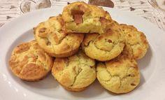 I muffin, dolci o salati, sono buoni per qualsiasi occasione: aperitivi, cene, buffet, colazioni e pranzi all'aperto! L'idea è quella di gustare un prodotto piccolo, che sta in una mano e con il quale ci si può sbizzarrire in cucina.  Oggi vi propongo dei muffin salati, dopo quelli golosissimi al