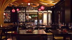 Osaka Bs Aires - Puerto Madero. Estética y sofisticación fueron la premisa para nuestro segundo local en Buenos Aires donde, al centro del salón principal, un inmenso árbol, de madera de guatambu de ramas ondulantes y luces colgantes a modo de frutos, guarece la barra de tragos y el sushi bar.