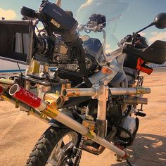 Sweeeeet Bike Rig ☺️🏍 Photo by @wilsonized @griprigs #griprigs #bmwmotorrad @bmwmotorradusa #sonyf55 #sonyf5 #cameras #sony #videogear #setlife #filmmakers #lovewhatyoudo #dowhatyoulove #videoproduction #filmmaker #cinematography #filmmaking #filmcrew #filmlife #production