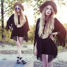 Black kimono -  www.MultiPLX.com/Fashion You can follow world's all fashion blogs in one website. Repin not to forget!