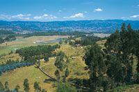 La planicie de Tunja-Sogamoso presenta paisajes muy drenados y secos, en un relieve ondulado en el cual se forman algunos humedales.