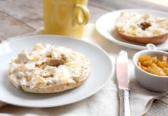 Caramelized Pineapple Cream Cheese: This bagel spread is something original (can't find it in the stores) and very delicious (worth the work)! Flavored Cream Cheeses, Flavored Butter, Cream Cheese Recipes, Breakfast Recipes, Snack Recipes, Cooking Recipes, Snacks, Cheese Bagels, Pineapple Recipes