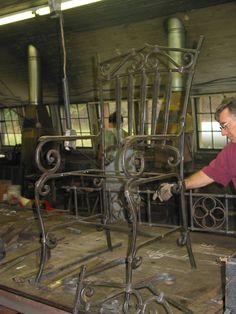 Blacksmithing at the John C. Wrought Iron Chairs, Wrought Iron Decor, Metal Chairs, Iron Furniture, Steel Furniture, Welding Design, Door Gate Design, Iron Bench, Metal Bending