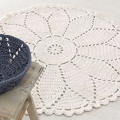 30 Ideas Crochet Doilies Square Products For 2019 Crochet Doily Rug, Crochet Rug Patterns, Crochet Carpet, Crochet Squares, Crochet Home, Crochet Stitches, Free Crochet, Tapete Doily, Tshirt Garn