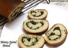 http://sumarowjee.blogspot.mx/2010/08/minty-spiral-bread.html