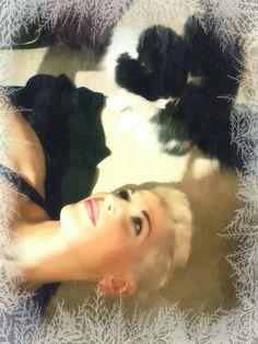 My cat Rico & I. Merry Christmas! #bellawhite #ricowhite #mainecoon #bellawhitemodel #MerryChristmas