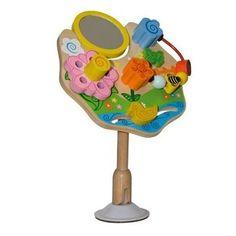 Fleurig activiteiten speelbord om de eerste vaardigheden te ontwikkelen. Uw kindje zal veel plezier beleven aan het spiegeltje en de andere functies, zoals draaien en schuiven.   Tijdens het spelen wordt de hand- oogcoordinatie en de herkenning van kleuren en vormen gestimuleerd. De zuignap kan stevig worden bevestigd aan elk glad oppervlak zoals tafel en kinderstoel. Geschikt voor kinderen vanaf 6 maanden.       Afmeting: Hoogte 26 cm. en Breedte 18 cm. merk Primi Passi
