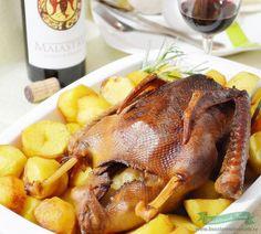 Gasca umpluta la cuptor Chicken Wings, Carne, Turkey, Recipes, Food, Turkey Country, Eten, Recipies, Ripped Recipes