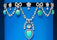 Rare, garland style, Cartier 'collier de chien' necklace made in velvet and platinum and set with diamonds and turquoise #jewellery #fine
