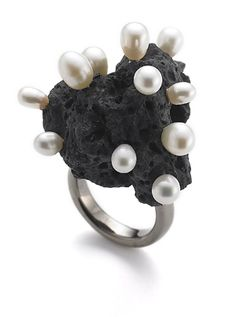 """Anes Kim """"Basalt series"""" ring - lava/coral/any other porous material! Pearl Ring, Pearl Jewelry, Jewelry Art, Jewelery, Statement Jewelry, Jewelry Design, Unique Jewelry, Latest Jewellery Trends, Jewelry Trends"""