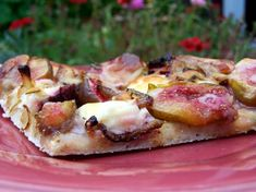 Fresh Fig, Caramelized Onion and Goat Cheese Pizza....sounds like heaven!