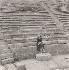 EVGENIA GL Maria Callas at the ancient theatre of Delphi, 1959 (The shaped marble of the… Maria Callas, Pier Paolo Pasolini, Matou, Minoan, Opera Singers, Dark Ages, Shows, Ancient Greece, Paris