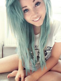 I'm in love with her hair!!!<3<3 this what I hope for my hair to look like once I get money to buy the dye!