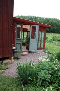green house on the side of the barn Outdoor Rooms, Outdoor Gardens, Outdoor Living, House With Balcony, Balcony Garden, Glass Porch, Greenhouse Shed, Summer Cabins, Outside Room