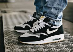 Nike Air Max 1 wmns - Black/White/Light Charcoal/Gum - 2010 (by @inwardlybe-represent)