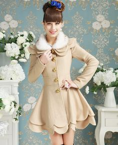 Elegant Cream Double Petalage Fur Collar Woolen Coat