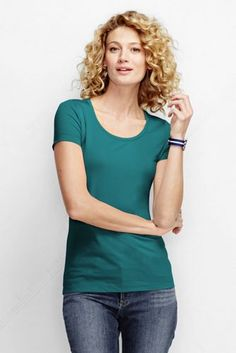 Women's Short Sleeve Fitted Scoopneck T-shirt