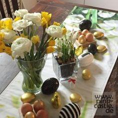 "Heidetuch ""Lila Pause"" oder einfach was zum kuscheln • Lila Pause, Pink Castle, Diy Blog, Glass Vase, Table Decorations, Plants, Home Decor, Lady, Flowers"