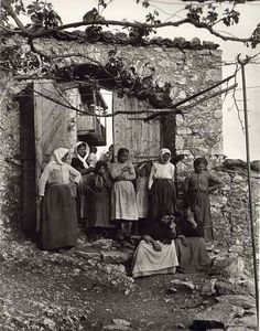 Frederic Francois Boisson was the first foreign photographer in Greece. He spent three decades taking photos of Greece's villages and landscapes. Old Pictures, Old Photos, Vintage Photos, Rare Historical Photos, Greek History, Greek Culture, Parthenon, Greece, Island