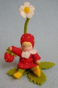 little felt strawberry doll Waldorf Crafts, Waldorf Toys, Felt Crafts, Diy Crafts, Dance Crafts, Felt Fairy, Nature Table, Tiny Dolls, Flower Fairies