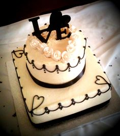 Vintage black and white wedding cake  www.TwentyOneCakes.com