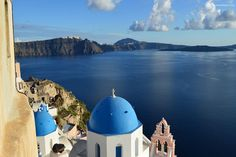 Santorini Guided tours languages spoken Santorinitours also provides a reception service for tourists coming to Santorini. We can also provide helpful information to tourists on public transport issues, suggestions on where to eat or to come out and tips to make your tour better with a tour guide. Santorini private guided tours in English Sanotirinitours …
